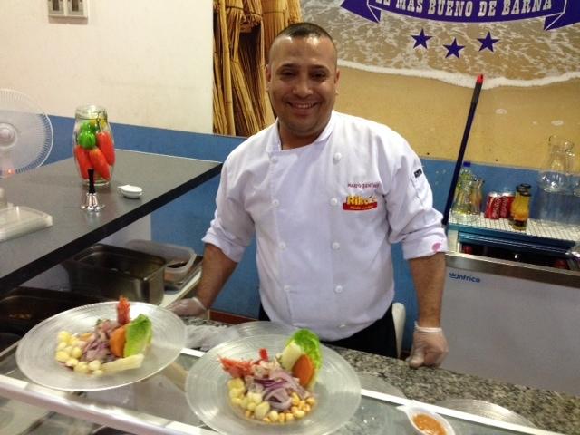 Marco Zentner, más conocido como el Chef leyenda, es el Primer cocinero de Pollos Rikos junto a una de sus dos especialidades: el ceviche norteño.